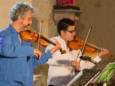 Duo de violons enflammes